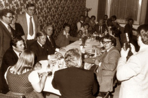 Helmut Schmidt in Passau (stehend Bgm. Franz Poxleitner und Max Brandl)